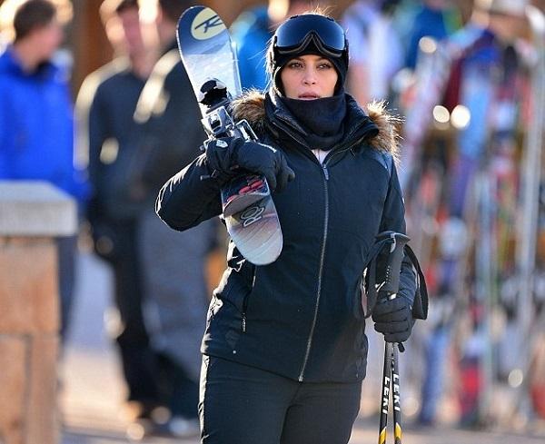 kimkardashian-skiing