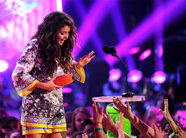 selena-gomez-kids-choice-awards