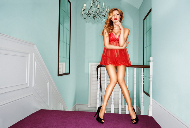 Giles Deacon collaborates with Ann Summers!