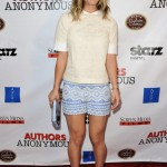 We love Kaley Cuoco's Tory Burch premiere look!