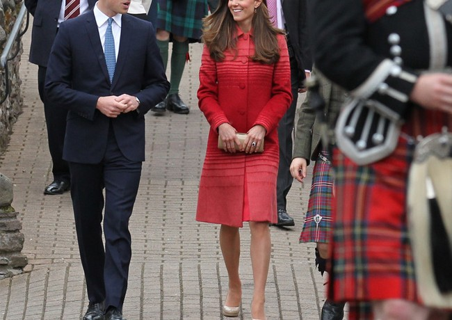 Kate Middleton wears red Jonathan Saunders coat in Scotland