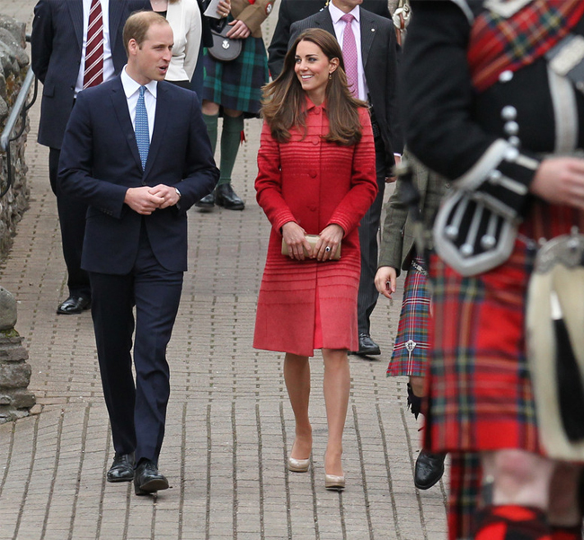 kate-middleton-red-jonathan-saunders-coat-scotland