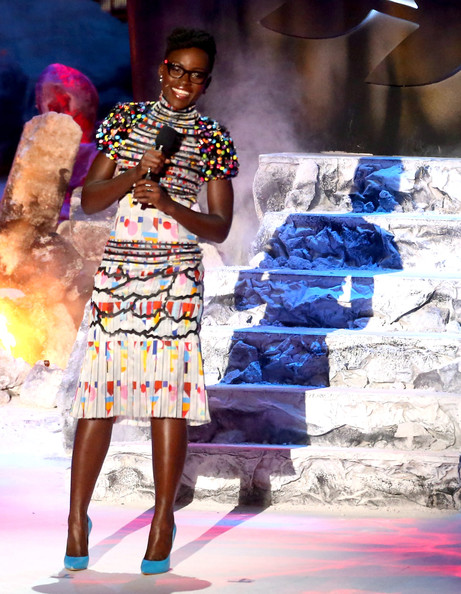 lupita nyongo cfda awards presenter