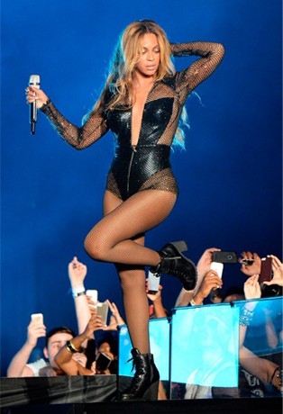 Beyonce tours in Atelier Versace, Adriana Lima for Jason Wu, and Cara Delevingne's anger at journo