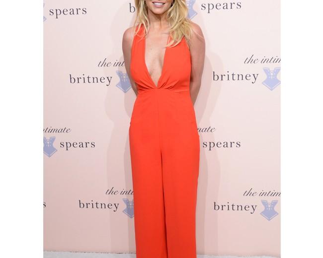 Britney Spears extends her Las Vegas residency!
