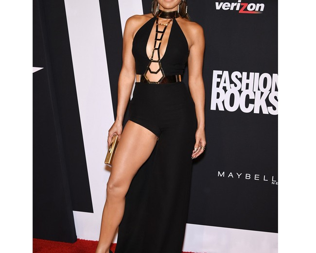 Jennifer Lopez Owns The Fashion Rocks Red Carpet In Racy