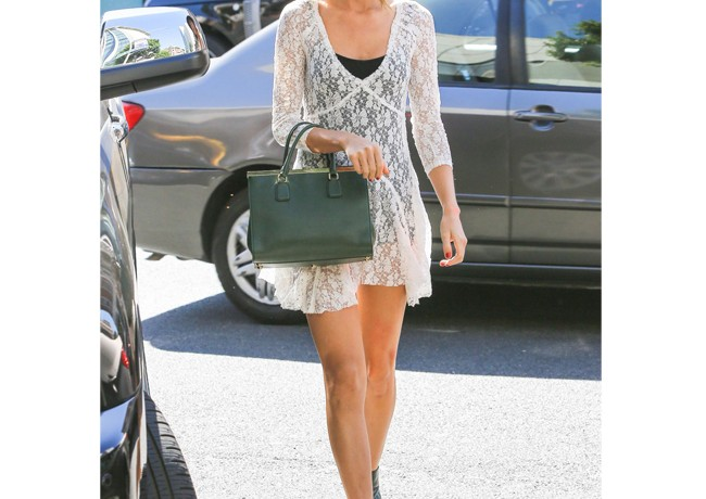 She does it again – Taylor Swift looks incredible on streets of Beverly Hills!
