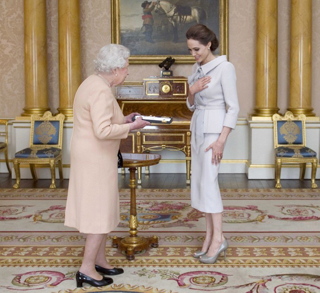 angelina-jolie-honorary-damehood-buckingham-palace