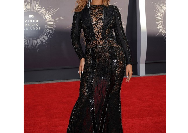 Beyonce launching activewear label with Topshop!