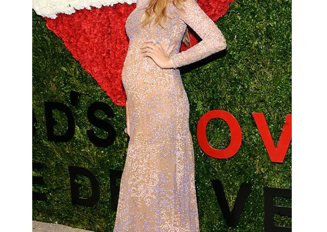 Blake Lively's bump-watch, Jude Law's a daddy again, and Justin Timberlake Instagrams Jessica Biel pic