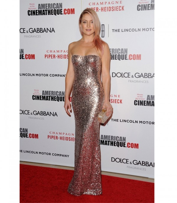 Kate Hudson sparkles in Jenny Packham, debuts pink hair