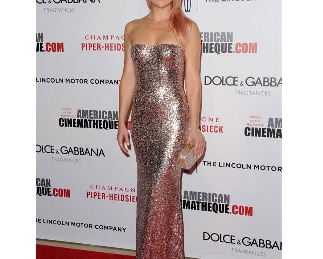 Kate Hudson sparkles in Jenny Packham, debuts pink hair