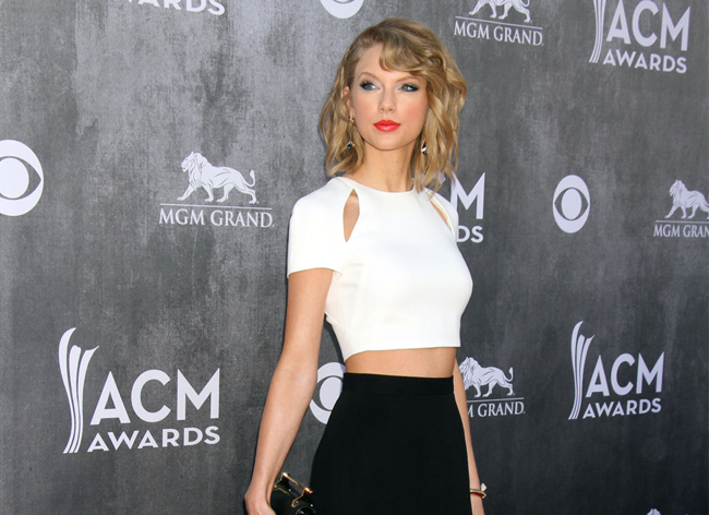 taylor-swift-crop-top