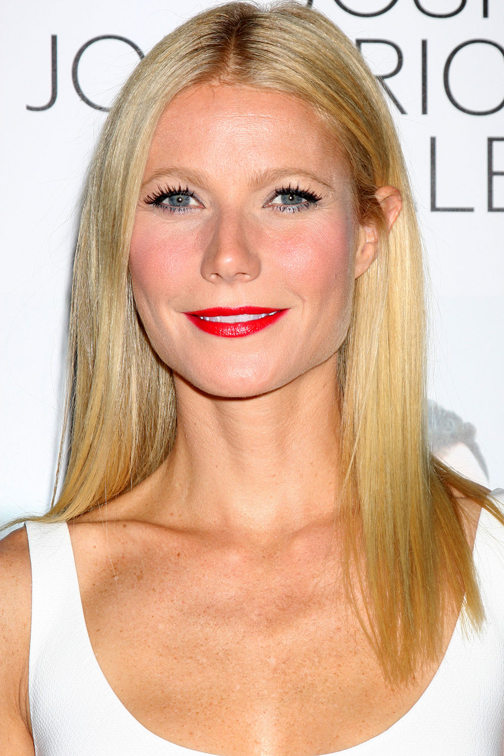 Gwyneth Paltrow red lipstick