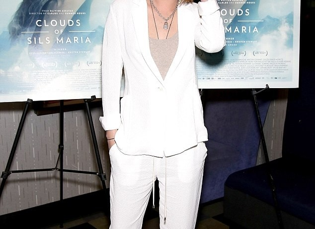 Oh, Kristen We're Seriously Digging Your Smart Yet Casual Look!