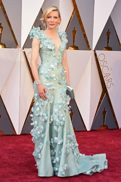 Cate-Blanchett-Oscars-2016-Red-Carpet-Vogue-28Feb16-Rex_b_426x639