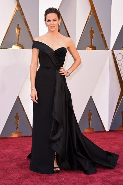 Jennifer-Garner-Oscars-2016-Red-Carpet-Vogue-28Feb16-Rex_b_426x639