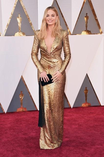 Margot-Robbie-Oscars-2016-Red-Carpet-Vogue-28Feb16-Getty_b_426x639
