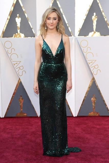 Saoirse-Ronan-Oscars-2016-Red-Carpet-Vogue-28Feb16-Rex_b_426x639_1