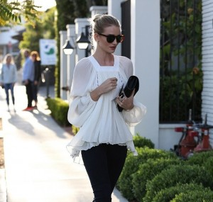 Rosie Huntington-Whiteley Is The Epitome Of Boho-Chic Perfection