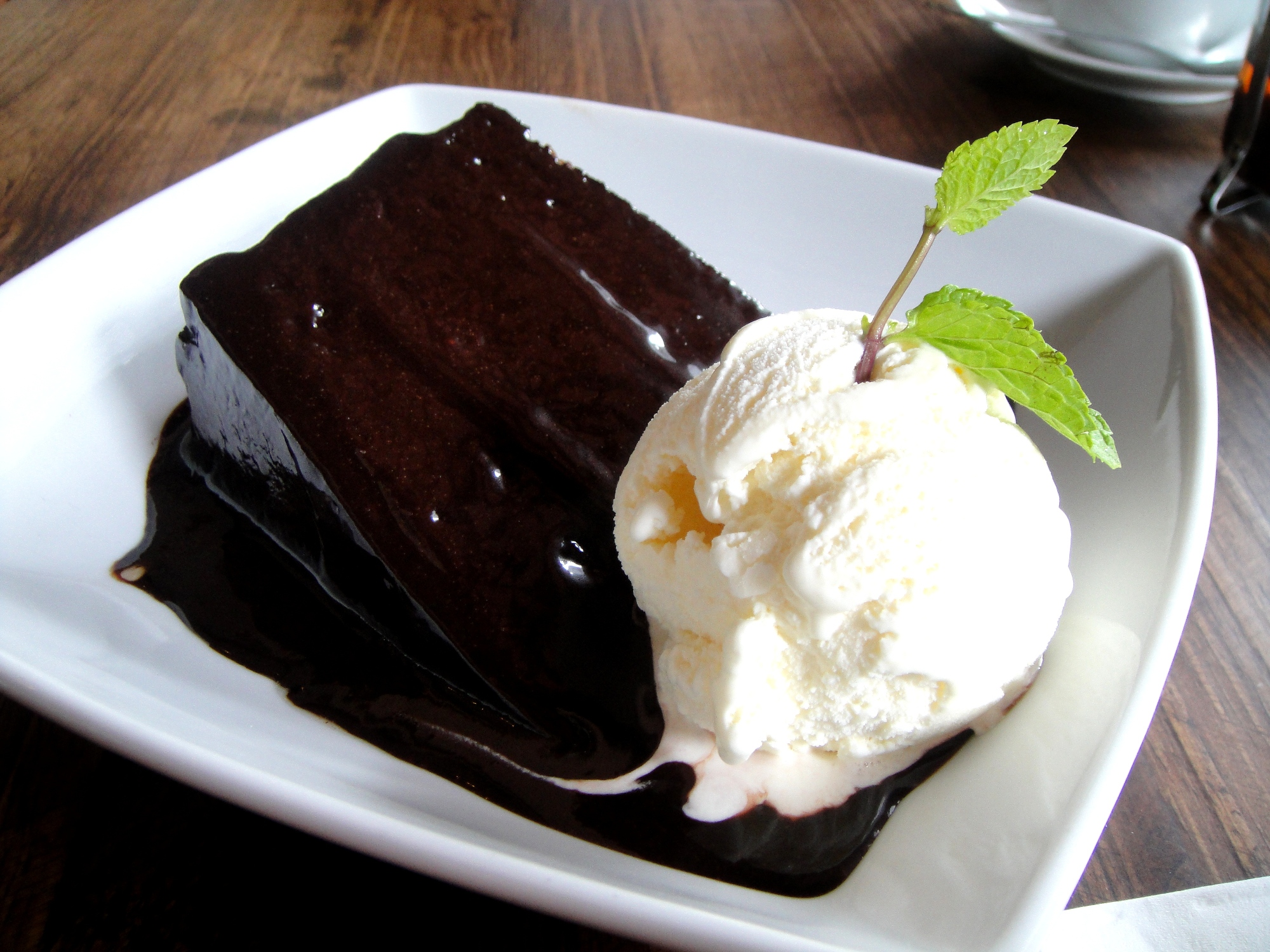 chocolate-cake-with-vanilla-ice-cream-wallpaper-1