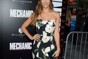 Jessica Alba Is Blooming Perfect At Mechanic: Resurrection Premiere