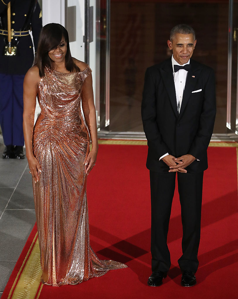 WASHINGTON, DC - OCTOBER 18: U.S. President Barack Obama and first lady Michelle Obama wait for the arrival of Italian Prime Minister Matteo Renzi and his wife Mrs. Agnese Landini, for a state dinner at the White House, October 18, 2016 in Washington, DC. President Obama is hosting the last state visit of his presidency. (Photo by Mark Wilson/Getty Images)