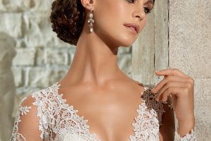 Bridal Fashions: Choosing Simple Accessories That Say It's All About the Dress