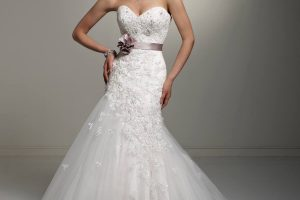 4 Crucial Points to Ponder When Selecting Your Wedding Dress